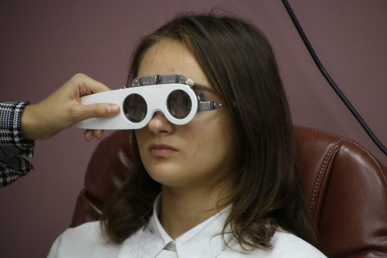 Как часто надо проверять зрение у окулиста?